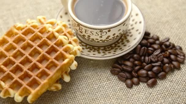 snídaně s kávou a domácí vafle