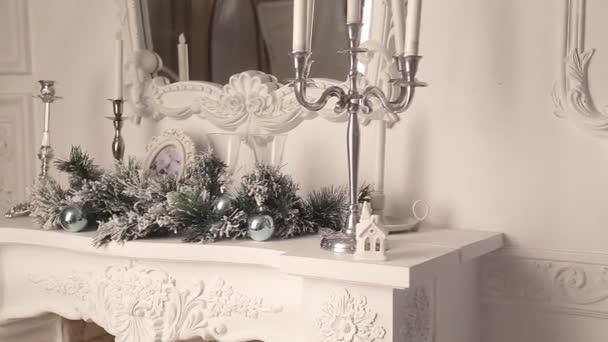 Vánoční dekorace bílé krb