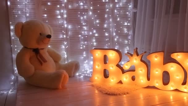Baby room con grande teddy bear