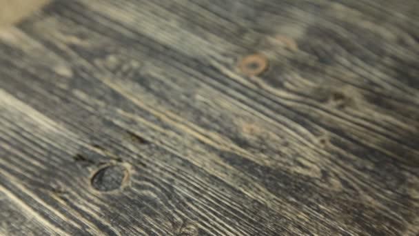 Šálek kávy na vinobraní dřevěný stůl