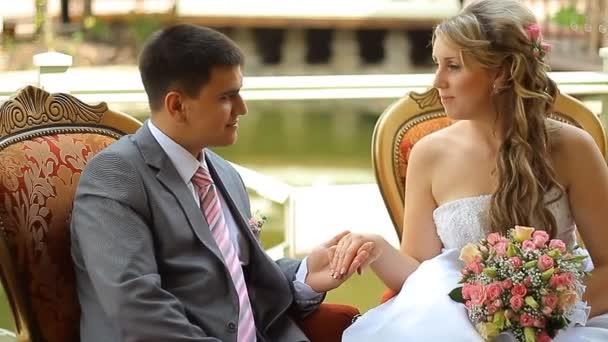 nevěsta a ženich seděl