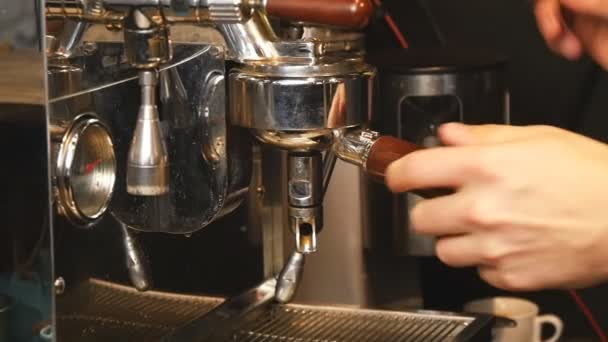 nalévání kávy ins Zpomalený pohyb