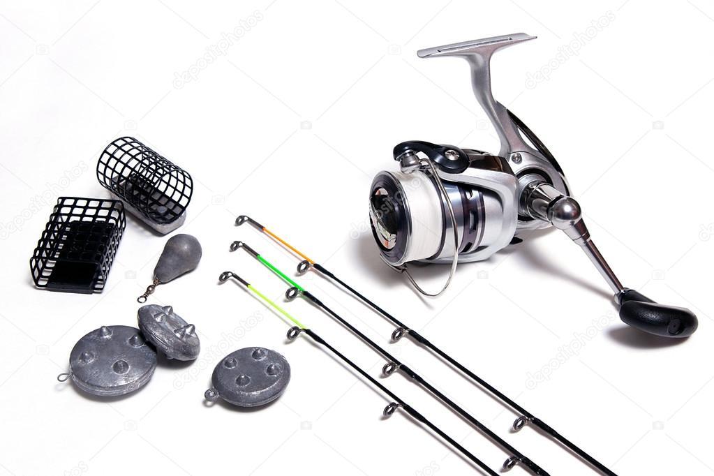 Acessórios de pesca no fundo branco — Fotografias de Stock ... 64728bcf888