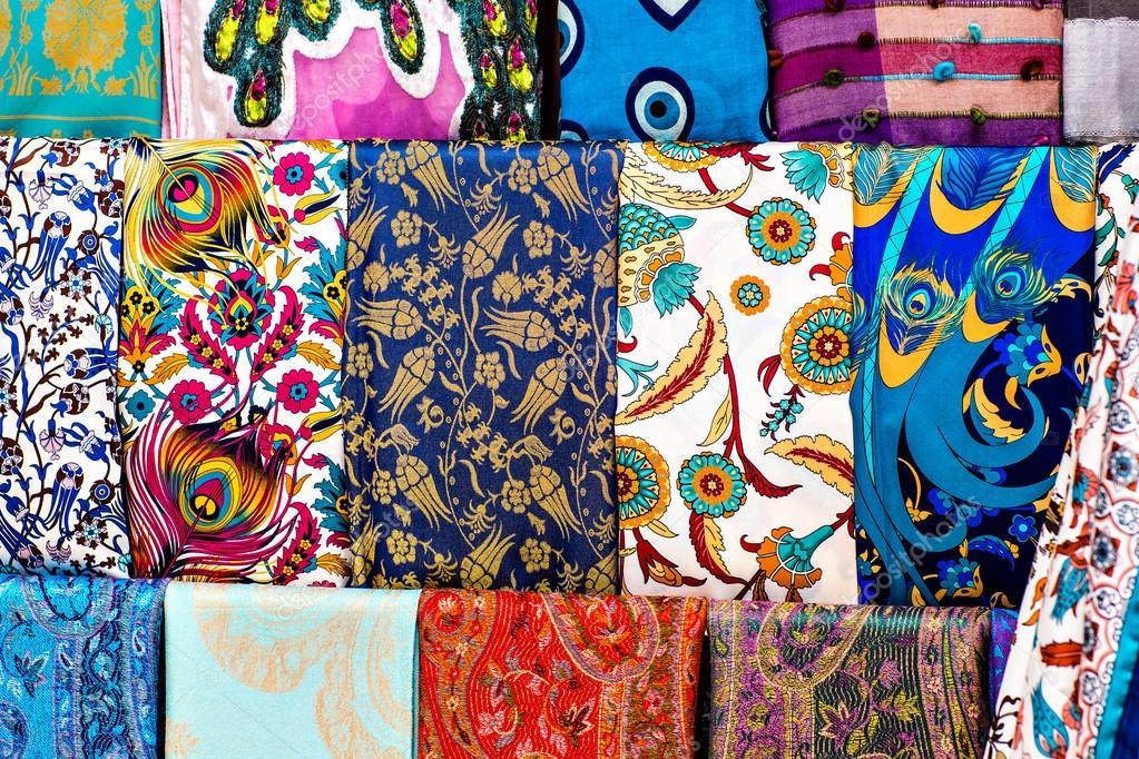 super popolare 755d4 bcacd Foto: di foulard colorati | foulard — Foto Stock © Satura_ ...