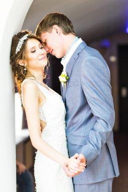 """Картина, постер, плакат, фотообои """"Счастливые жених и невеста в день свадьбы"""", артикул 98506744"""