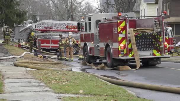 Hasiče uhasit hořící dům