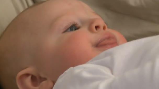 dítě mužského 6 měsíců staré 16 18