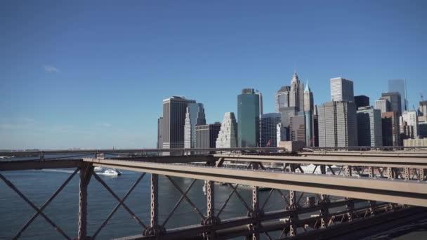 Scéna z vozu na Brooklynský most