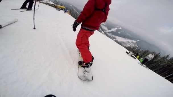Snowboarden auf Neuschnee
