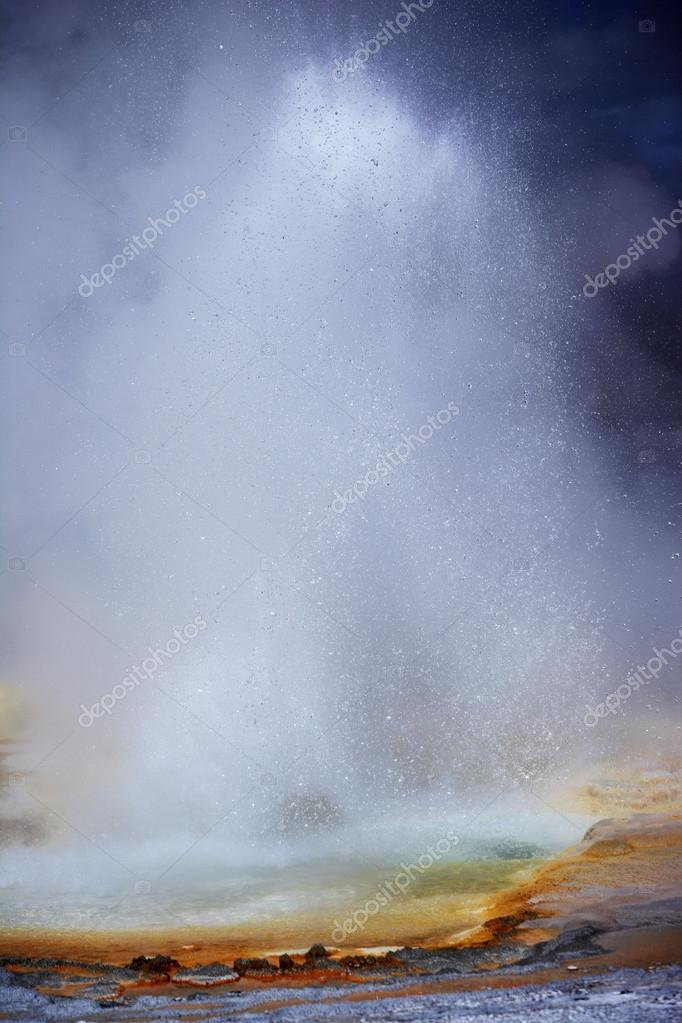 Eruption of Old Faithful geyser