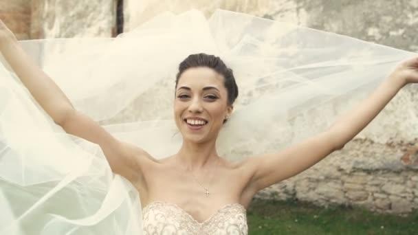 Svatební nevěsta Fun se závojem na vítr