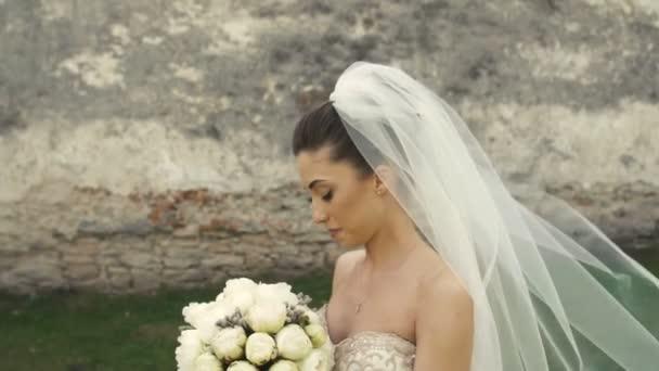 Svatební nevěsta s kyticí