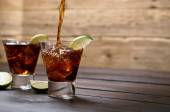 Öntsük a rum és cola cuba libre