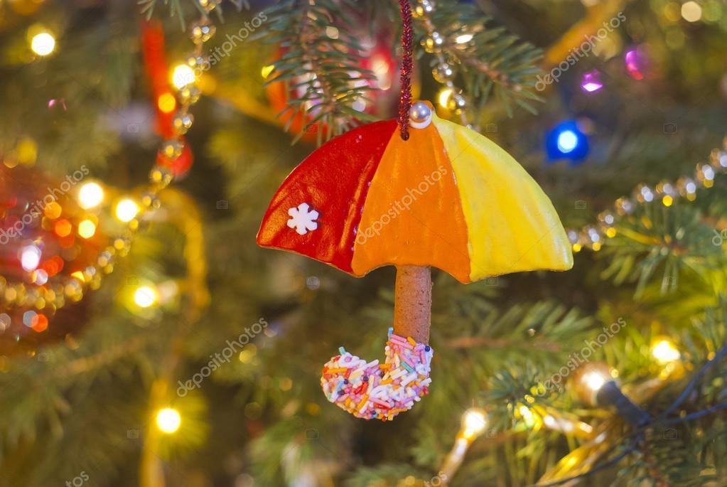 Paraplu Te Eten Opknoping Op De Kerstboom In Het Licht Van De Lampen