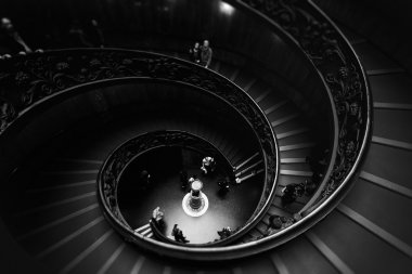 couple go down spiral stairs in Vatican Museums