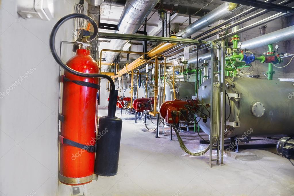 Alte gas-Stahl Kessel und Feuerlöscher — Stockfoto © agephotography ...