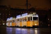 Fényképek Ünnepi karácsonyi villamos Magyarország fővárosa, Budapest city-ben