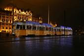 Fényképek Magyarország fővárosa, Budapest város ünnepi karácsonyi villamosra