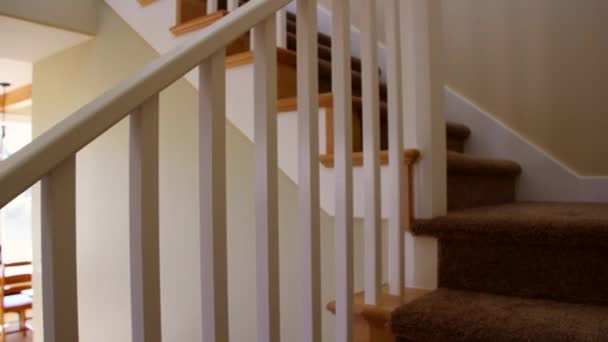 Vloerbedekking trap in huis u2014 stockvideo © jakerbreaker #70667415