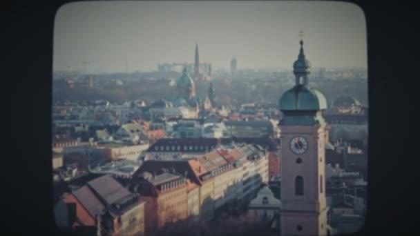 Uhrenturm in München im Winter
