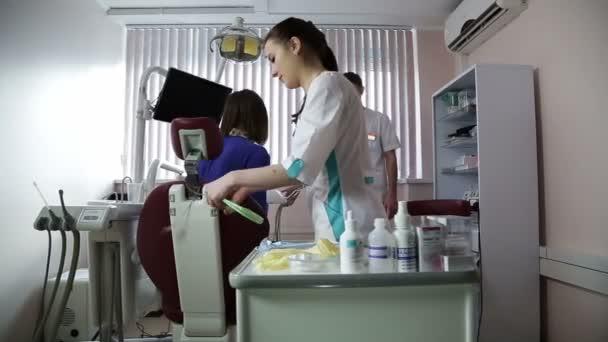 žena u zubaře