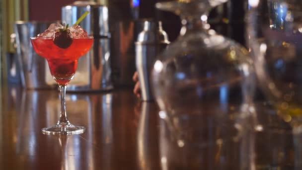 Erdbeer-Margarita-Cocktail an der Bar