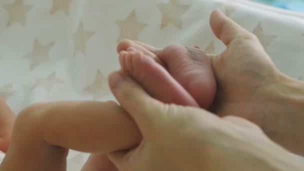 Dojemné novorozence Baby nohy