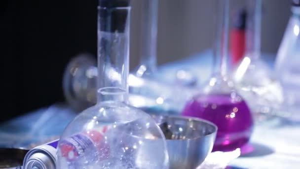 Boccette con liquido chimico.