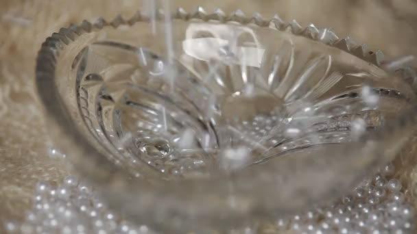 Pearl drop in a vase CU