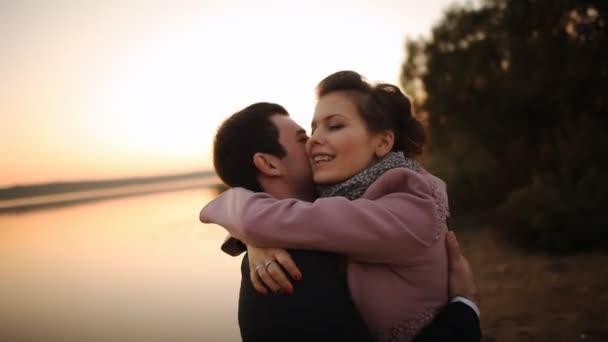 romantický milenec se západem slunce