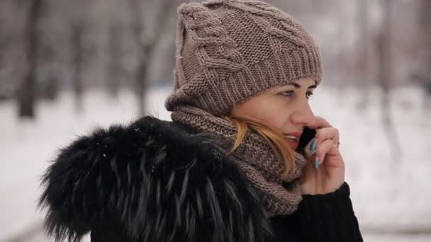 žena na telefon winter park