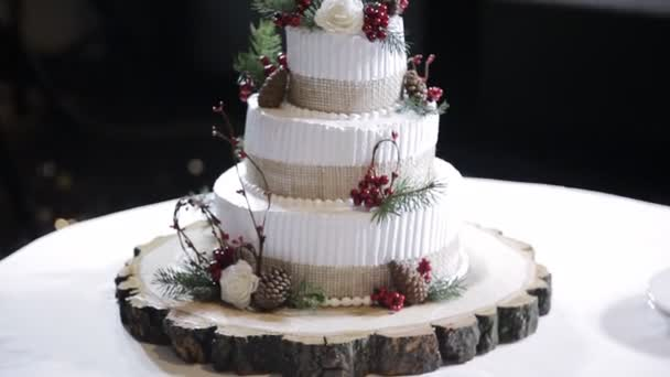 svatební dort s lesním ovocem