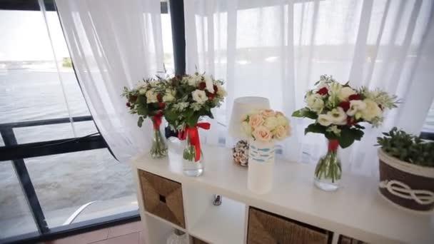 květiny na stůl novomanželů