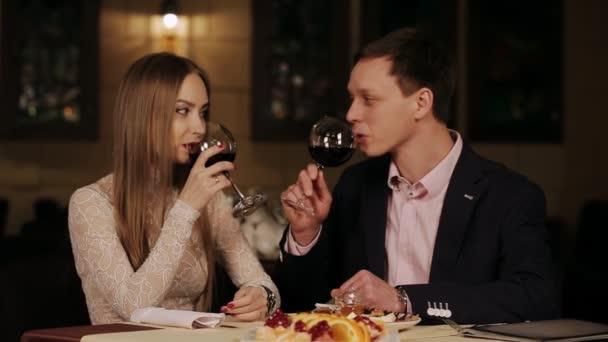 szerető pár étterem romantikus dátum