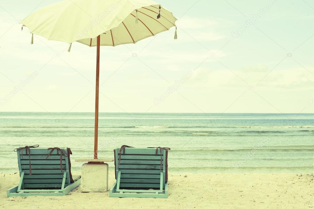 Sedie Depoca Prezzo : Spiaggia con ombrellone e sedie cartolina d epoca u foto stock