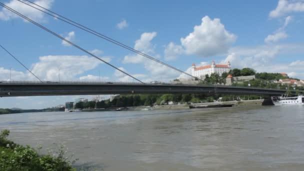 Řeka Dunaj a Bratislavský hrad v Slovenské republice