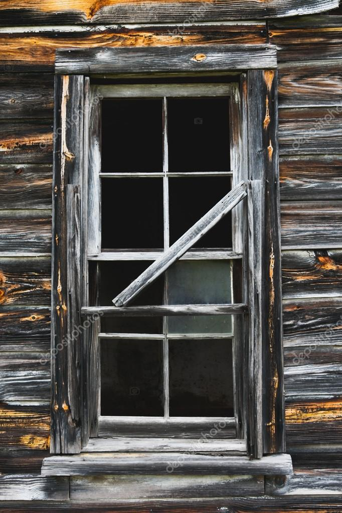 Ventana de granero viejo rústico — Fotos de Stock © stacyspeckman ...
