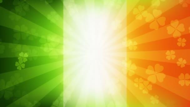 Klesající Jetelové listy na pozadí irská vlajka. Den svatého Patrick (St Patrick) dovolené pozadí