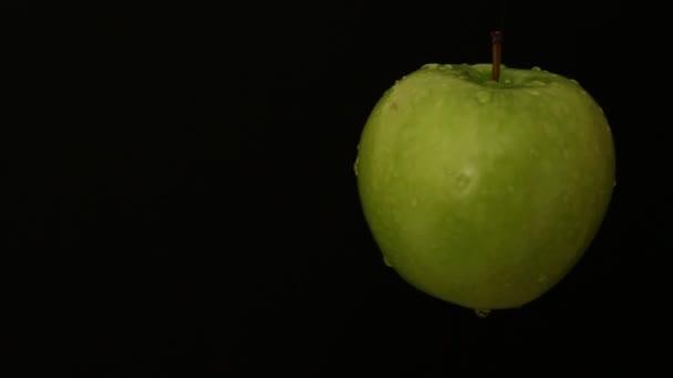 v tmavé jablko