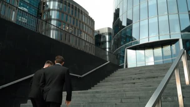 Dva podnikatelé do schodů