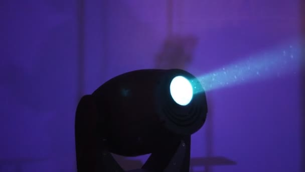 Apparecchiature di illuminazione per discoteche e sale da concerto 1