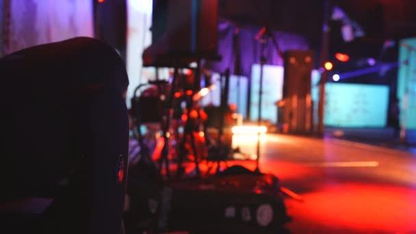 Apparecchiature di illuminazione per discoteche e sale da concerto 2