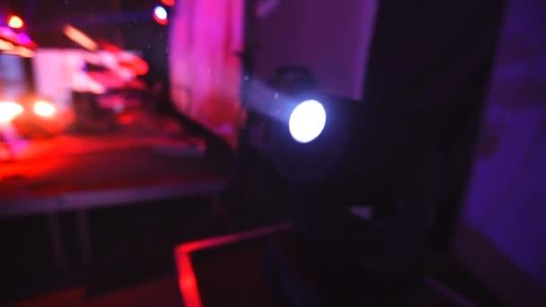 Apparecchiature di illuminazione per discoteche e sale da concerto 3