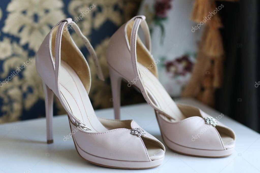 b098615ad93 Ωραία γυναικεία παπούτσια γάμου — Φωτογραφία Αρχείου © contact ...