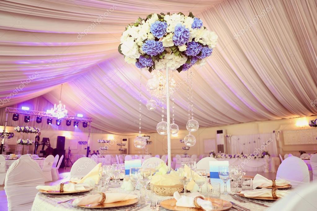 Hochzeitsdekoration Blumen Im Restaurant Stockfoto C Contact