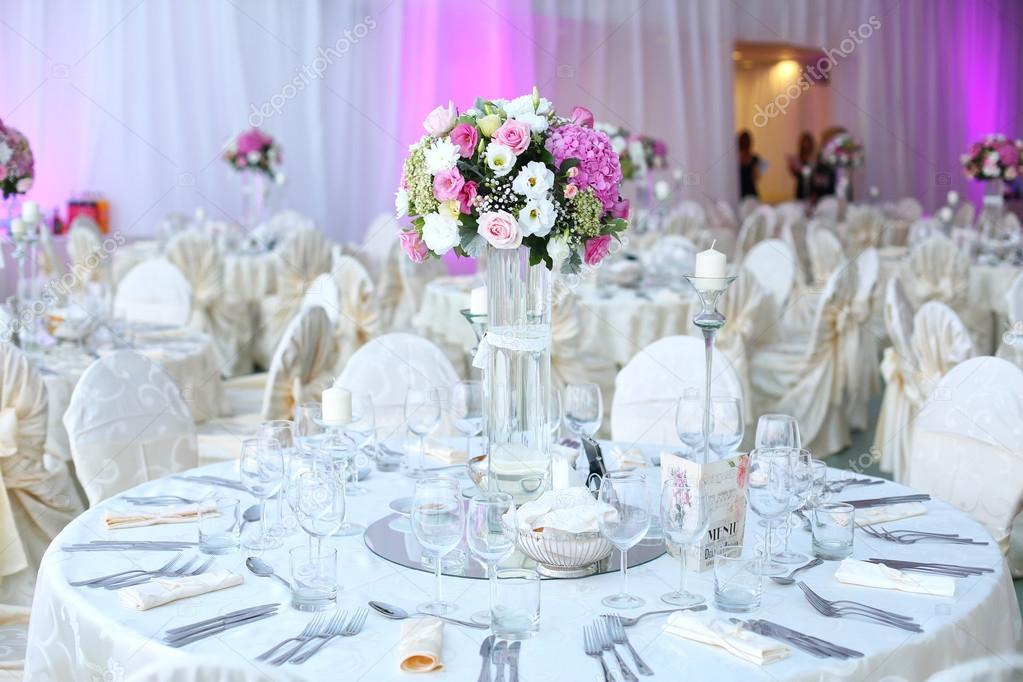 Hochzeit Tisch Schon Dekoriert Mit Blumen Stockfoto C Contact