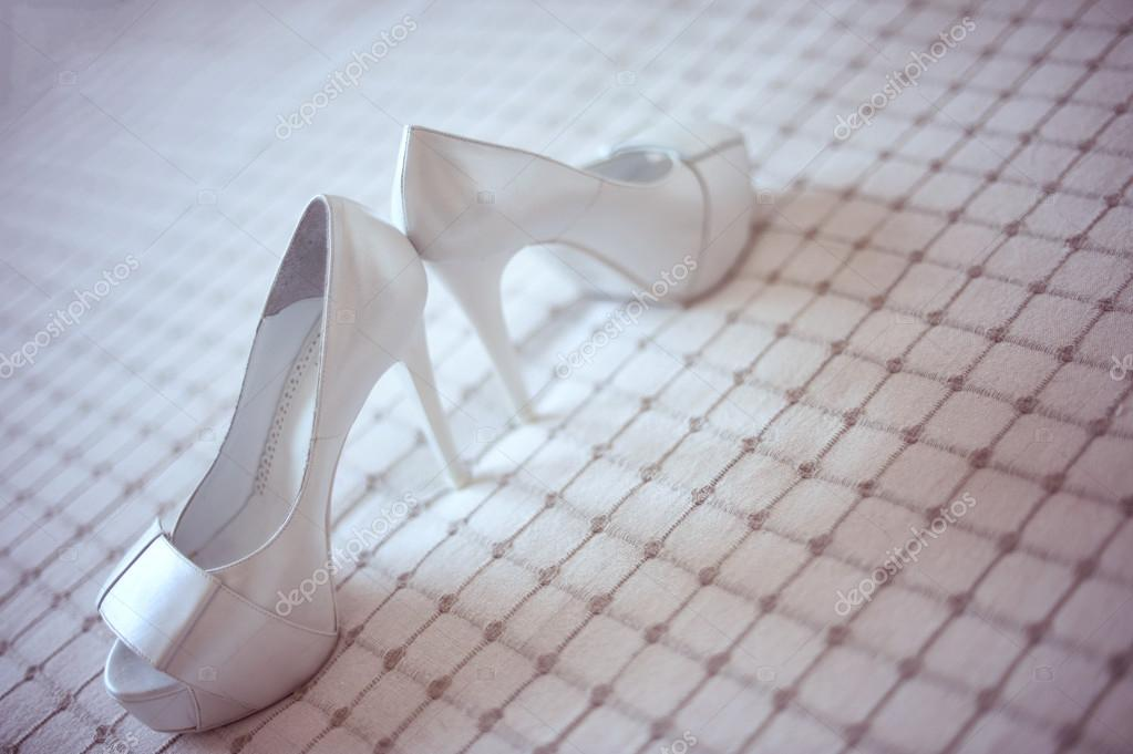 eb2159ce502 παπούτσια γάμου λευκό — Φωτογραφία Αρχείου © contact@alexhreniuc.ro ...