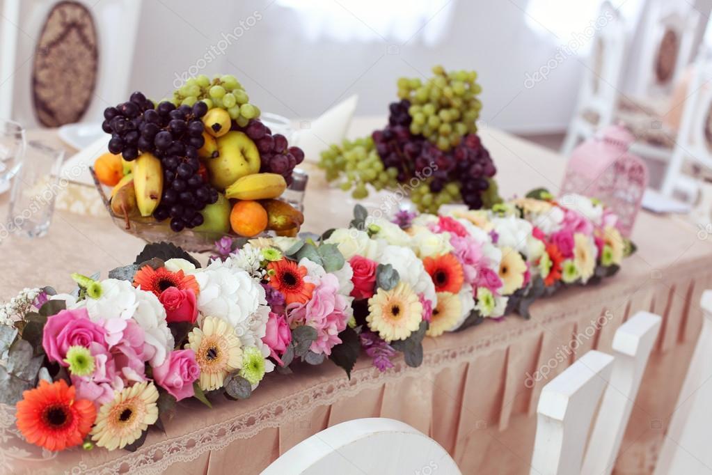 Schone Hochzeit Blumengesteck Auf Tisch Stockfoto C Contact