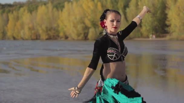 Beautiful exotic girl dancers foto 162