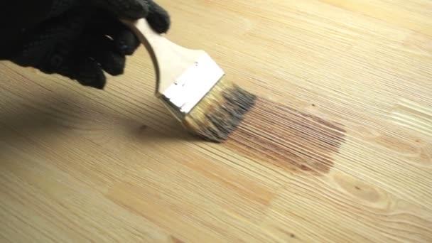 Dřevo malba štětcem s hnědou barvou